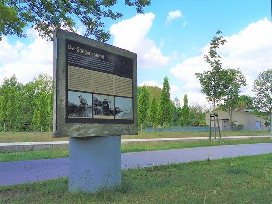 Ausstellung am Energiefeld, Foto: LÜBBENAUBRÜCKE