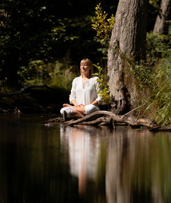 Meditation im Wald, Ulrike Gollmick, Foto: Nicolas Ipina, Lizenz: Ulrike Gollmick
