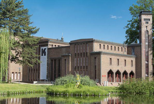 Außenansicht des Kunstmuseums, Foto: Marlies Kross, Theaterfotografin, Lizenz: Brandenburgische Kulturstiftung Cottbus-Frankfurt (Oder)