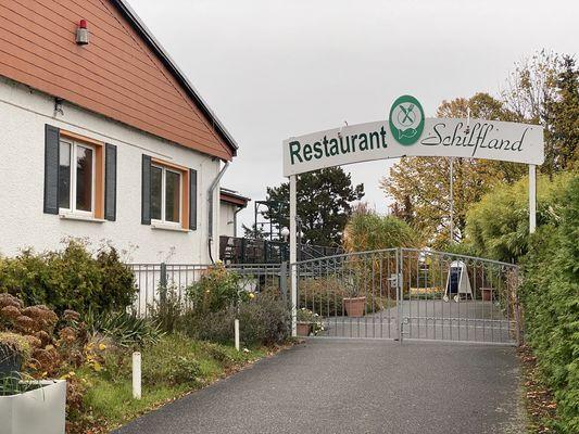 Eingang Restaurant Schilfland, Foto: Alena Lampe