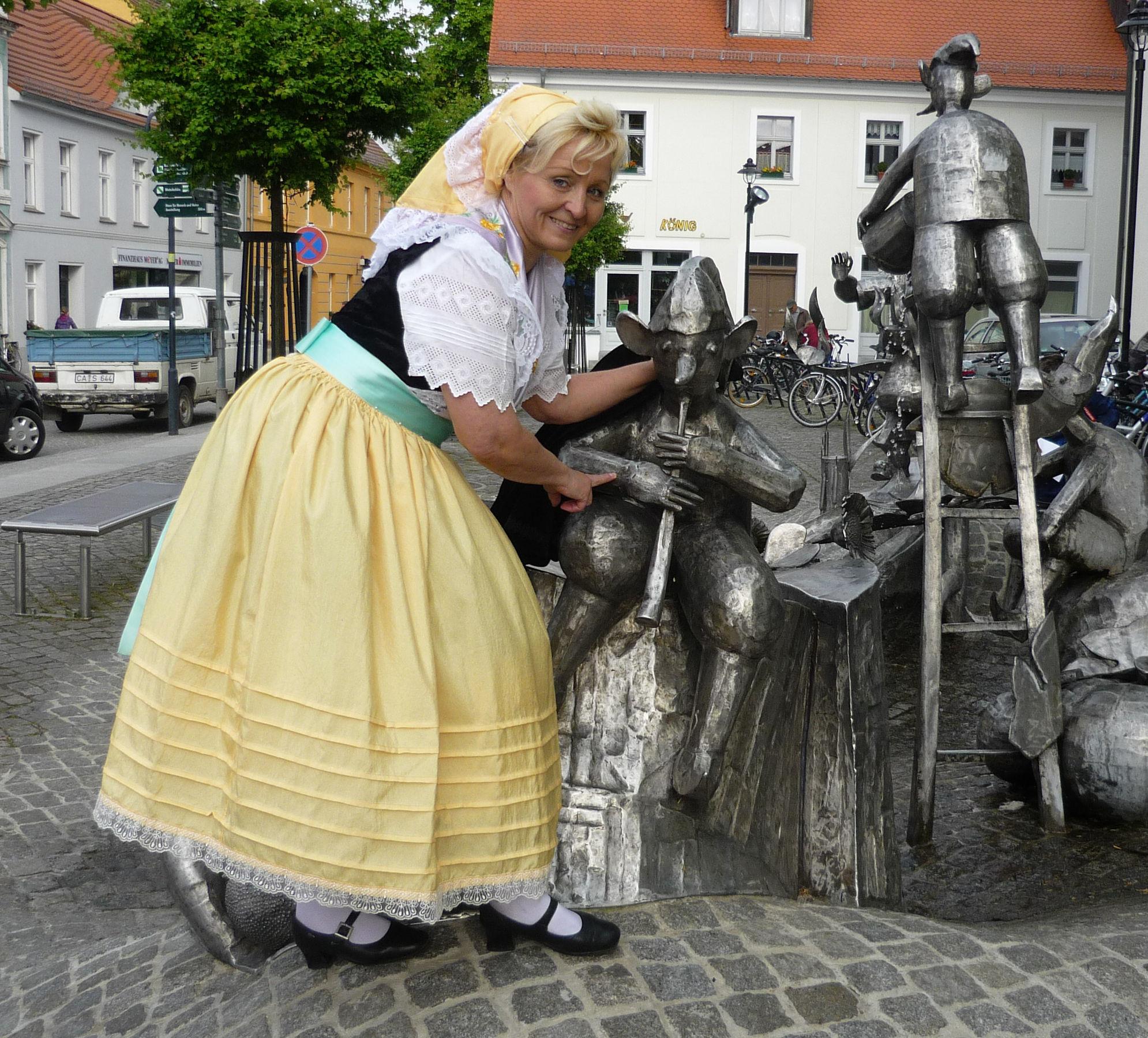 Milena in Spreewälder Festtracht, Foto: Monika Baumgart, Lizenz: Monika Baumgart